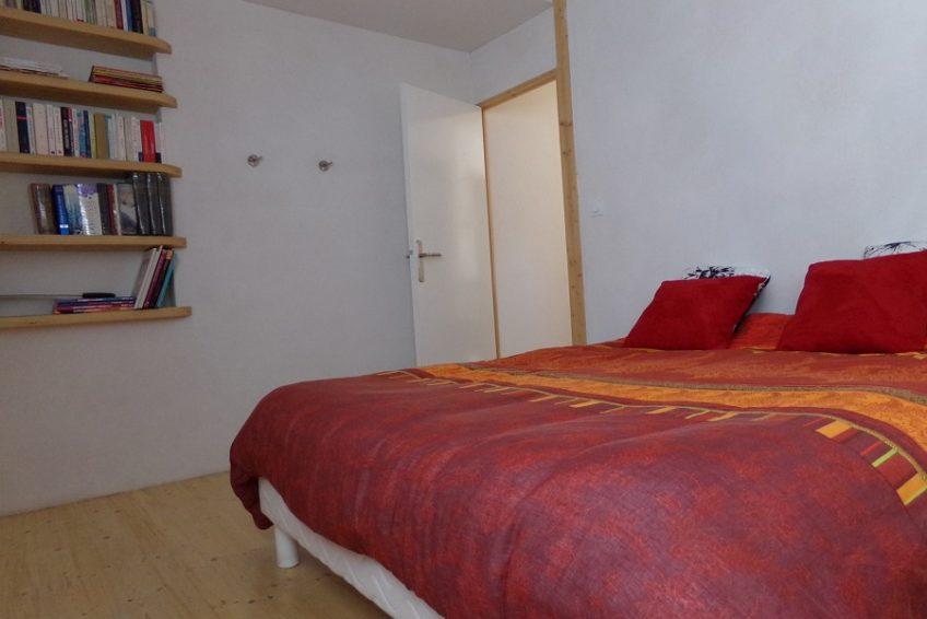 Location chambre lit double Maison du Coucouru à Vallon Pont d