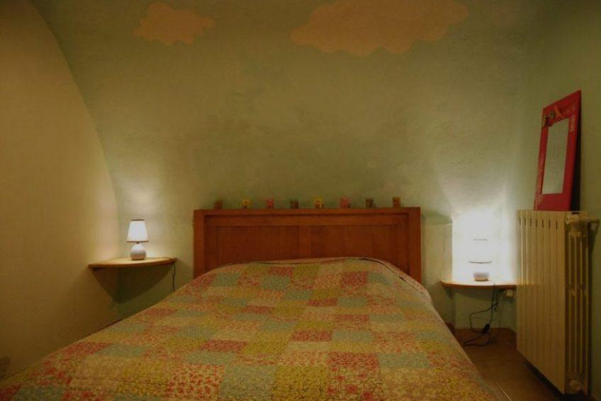 chambre lit double le chapeau de leon gite à Vallon Pont d