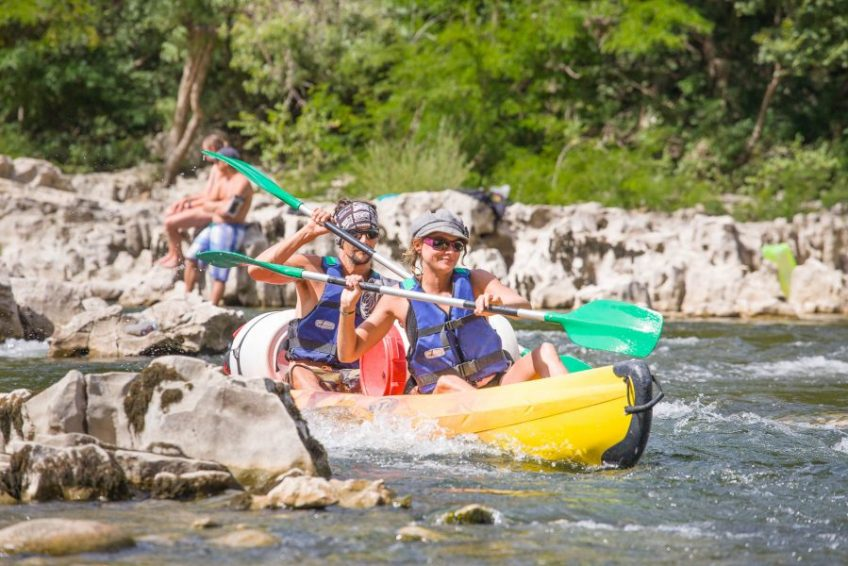 weekend en amoureux louez un canoe pour faire la descente de l
