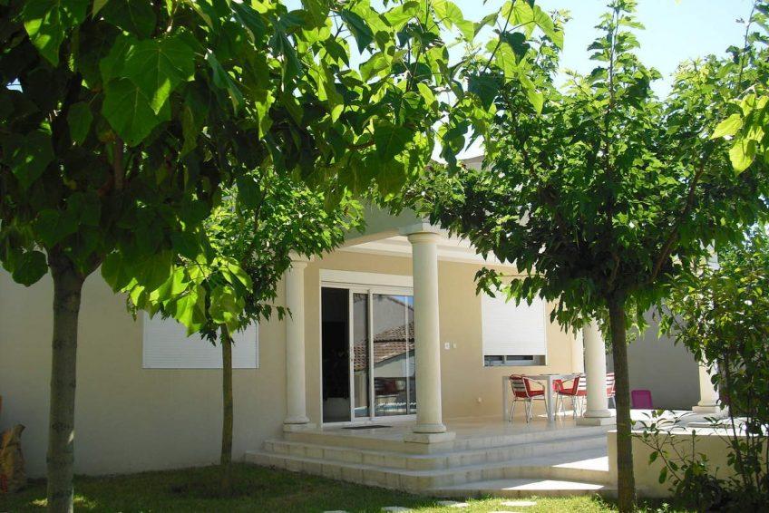 jardin maison du coucouru- villa piscine à louer pour les vacances à Vallon Pont d