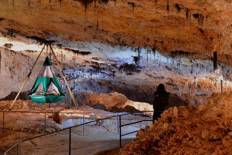Venez dormir dans une grotte pour un nuit insolite souterraine en sud Ardèche