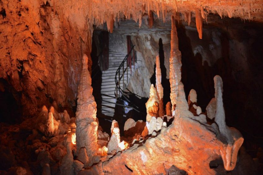 stalagmites - Aven Grotte La Forestiere en Sud Ardèche