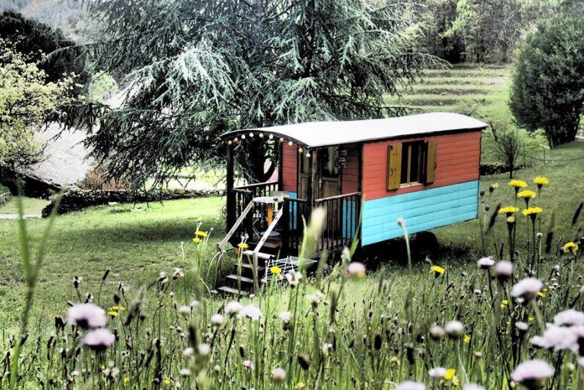 hébergement insolite roulotte Ardèche Le Mas du Pestrin - location vacances Ardèche