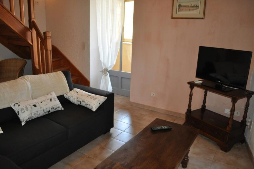 Réservez votre location de vacances en Sud Ardèche au gite Ostau de Viltage près du château de Bessas - Ardèchetours