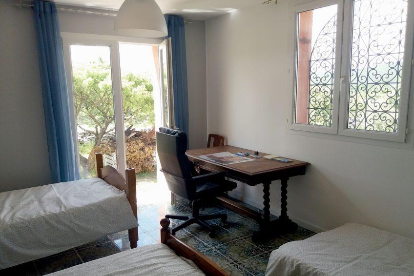 Réservez votre location vacances Villa La Rose des Garrigues 14 personnes Sud Ardèche - chambre 3 lits simples