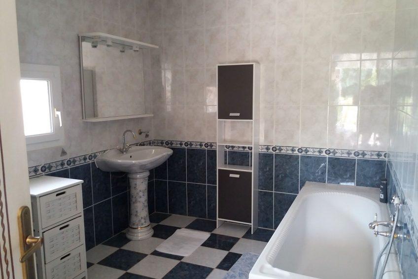 Reservez Villa La Rose des Garrigues 14 personnes Sud Ardèche salle de bain suite parentale