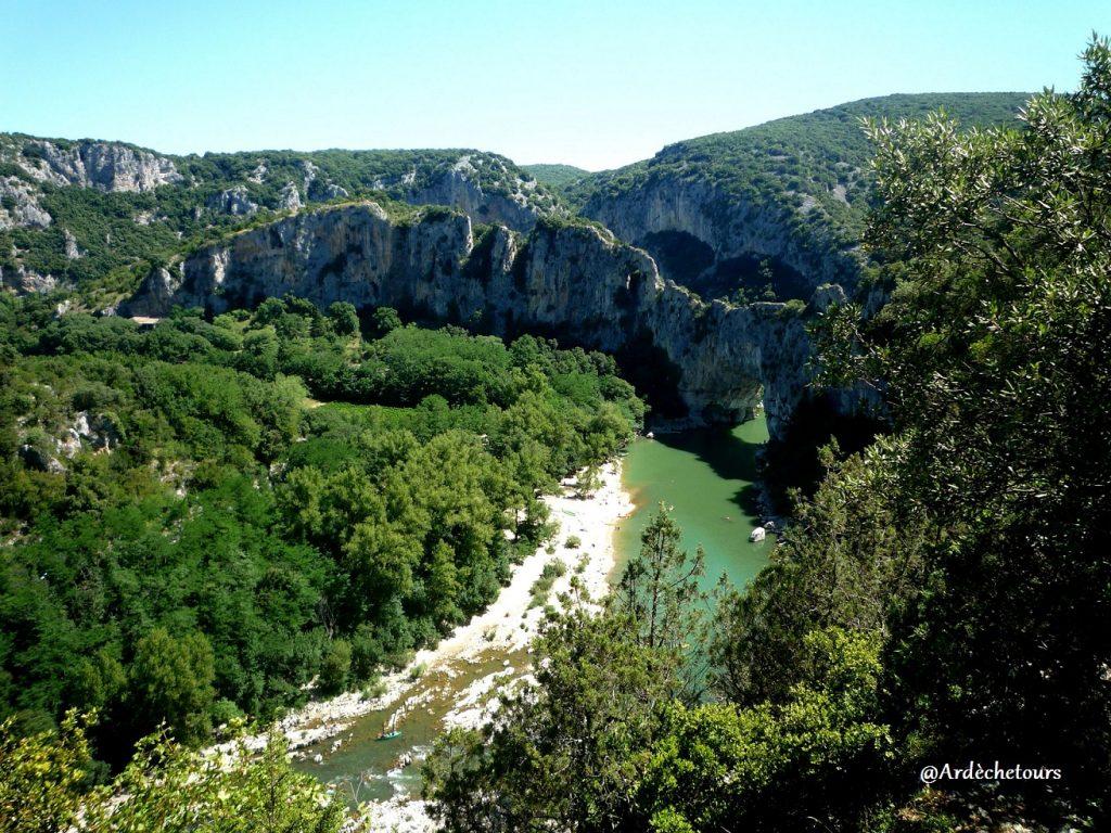 Arche du Pont d'Arc - porte d'entrée de la Réserve Naturelle des Gorges de l'Ardèche