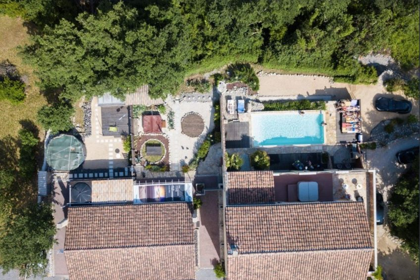 gite groupe Balazuc - villa de vacances avec piscine, sauna, jacuzzi à Balazuc -La Cloche qui rit
