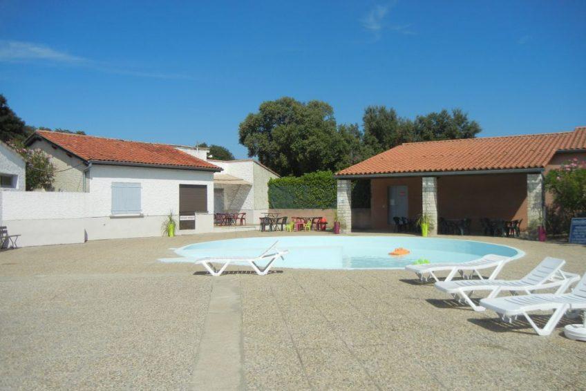 camping_orgnac_mobil_home_le grillon_piscine_enfant